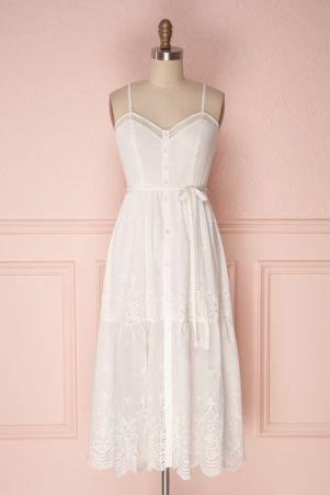 Quand l'élégance se veut légère, cette robe en est le parfait exemple
